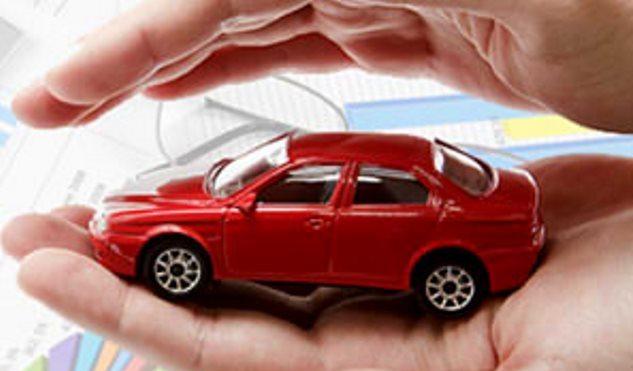 Пленка защищает краску автомобиля